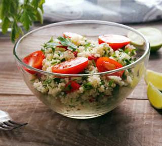 Bunter Quinoa Salat mit Kräutern