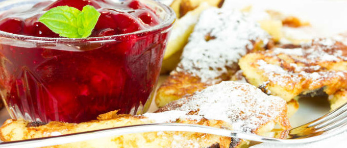 Veganer Quinoa Schmarrn mit frischem Erdbeer-Mus