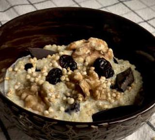 Quinoa Müsli mit Walnüssen und Cranberries