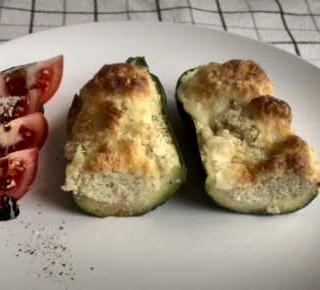 Überbackene Zucchini mit Quinoafüllung
